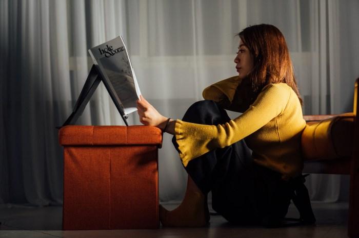升降筆電架推薦|MOFT Z 隱形升降筆電架:只要一片即可坐站雙用,一片式設計三秒輕鬆變化為站立使用