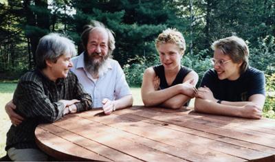 Наталия Дмитриевна, Александр Исаевич, Ермолай и Игнат Солженицыны. Фото из семейного архива.