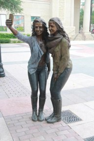 houston_selfie_statue