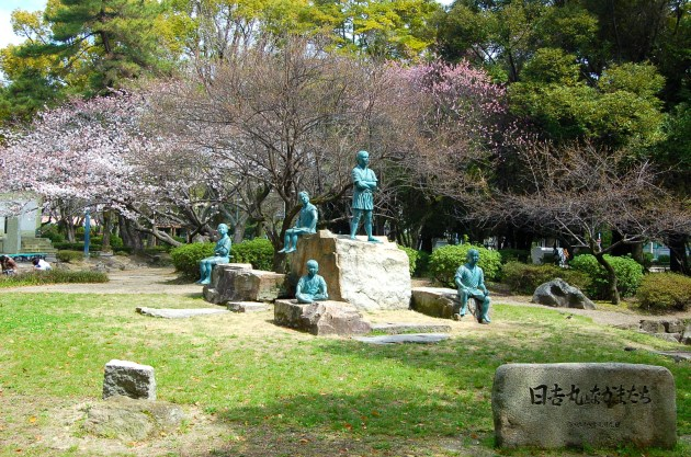 Statues of Hideyoshimaru and his friends