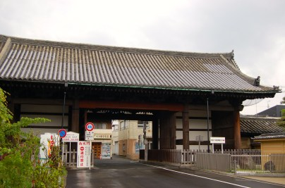 Minami-daimon, the south gate is an important cultural property