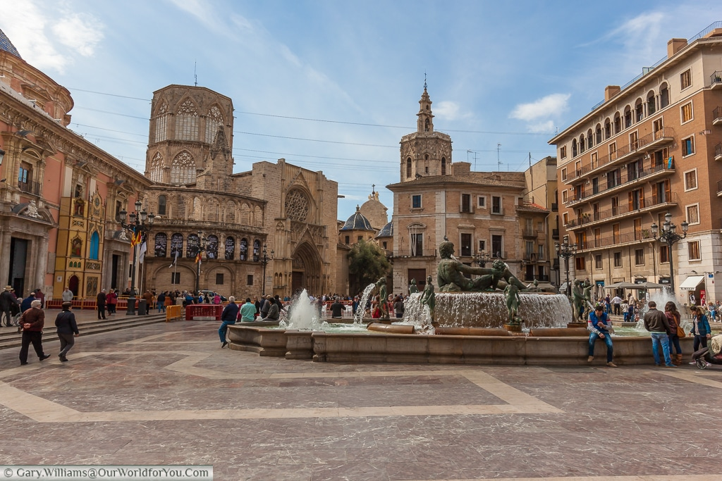 The Plaza de la Virgen with the fountain and the Cathedral in the foreground, Valencia, Spain
