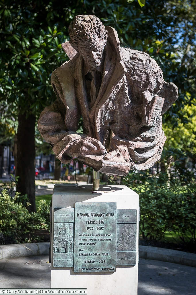 The sculpture of 'Periodista' is dedicated to D. Manuel Fernandez Avello, a journalist, Oviedo, Spain
