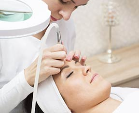 Esthetician Schools Nearby Info On Classes And Programs 2019