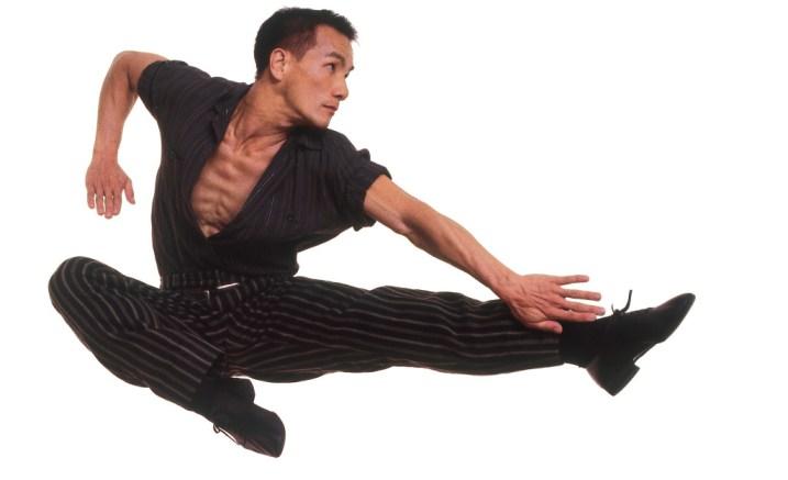 paul-taylor-dance-company-piazzolla-caldera-solo-leap