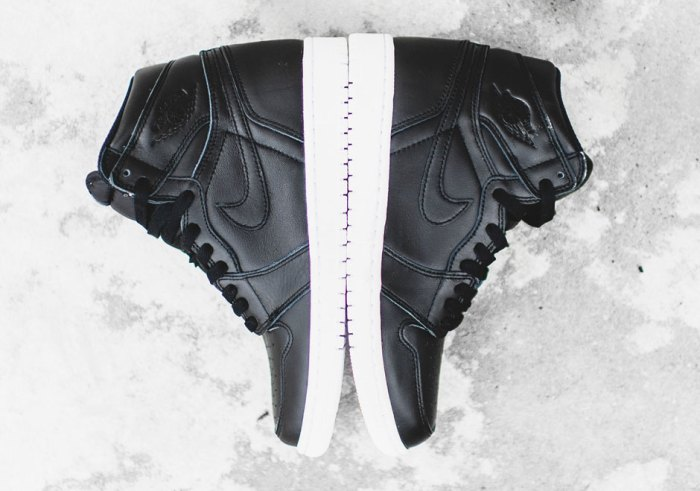 air-jordan-1-retro-high-og-cyber-monday-black-white-01-1