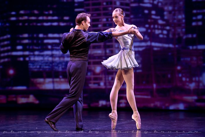 maria-kowroski-and-tyler-angle-principals-with-the-new-york-city-ballet-in-george-gershwin_s-who-cares-3