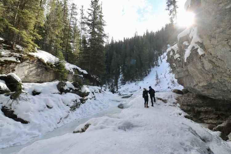 Two people enjoy Maligne Canyon hike