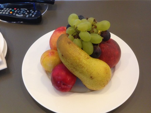 Fruit plate welcome amenity