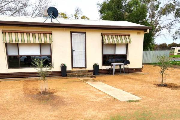 Outback Accomodation at Garraway's Cottage - Pooncarie