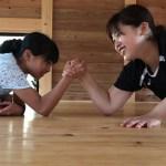 キャンプ2☆女対決☆腕相撲