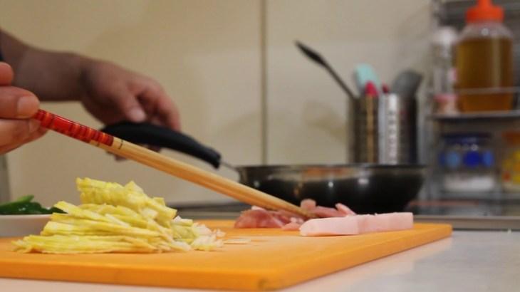 自給自足?プチサバイバル?庭で採れたタケノコを使って青椒肉絲に似た物を作ってみた