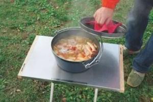 ユニフレーム(UNIFRAME)焚き火テーブルにダッチオーブンを載せる