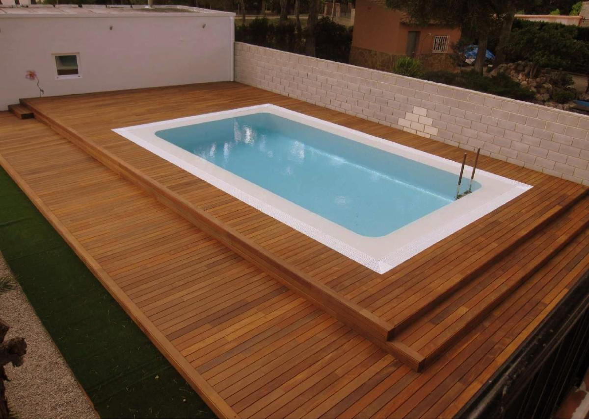this solid looking design takes the abruptness of shape that some above ground swimming pools can have in their surroundings by utilising wide steps up to. beautiful ideas. Home Design Ideas