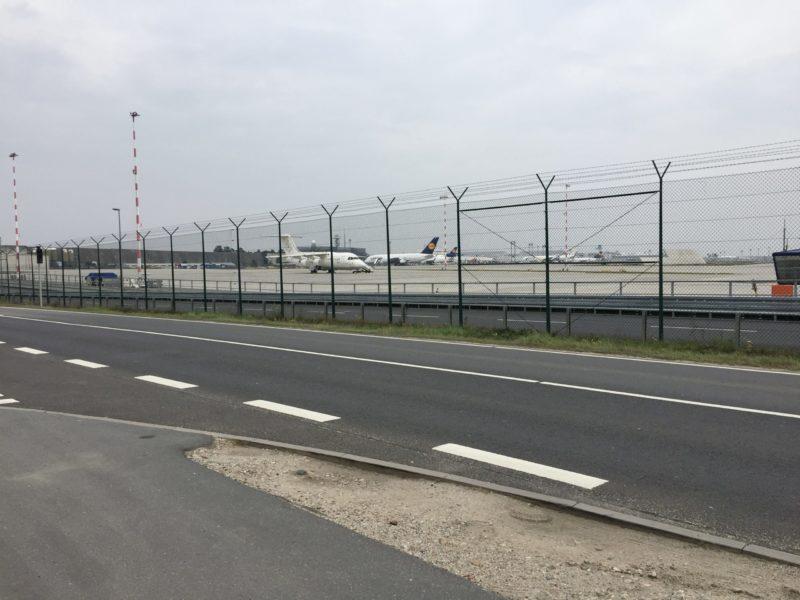stehende Flugzeuge am Flughafen Frankfurt