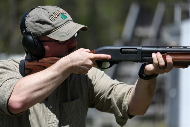 how shoulder a shotgun