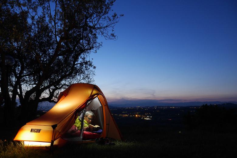 Therm-a-Rest NeoAir Camper SV in de praktijk in Toscane. Prima om uren op te lezen.