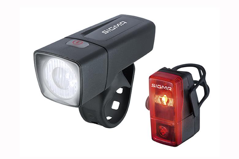 De Sigma Aura 25 en de Sigma Cubic zijn een betaalbaar duo om je fiets te verlichten.