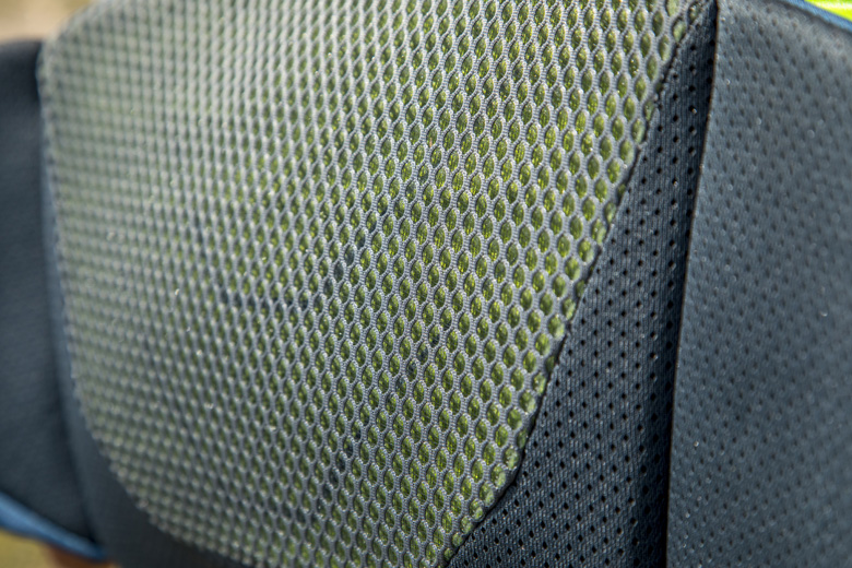 De Lowe Alpine Nijmegen 6 beltpack is voorzien van gaasmateriaal om zweet goed op te vangen en af te voeren.