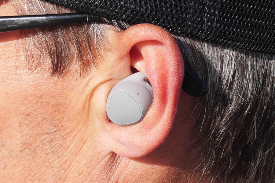 De Samsung Gear Fit 2 Pro oortjes zitten in mijn kleine oortjes wat krap maar dat kan ik ze niet aanrekenen.