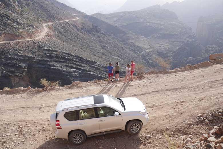 De off-road weg door het Al Akhdar gebergte zou in in de serie over de mooiste en uitdagendste wegen niet misstaan.