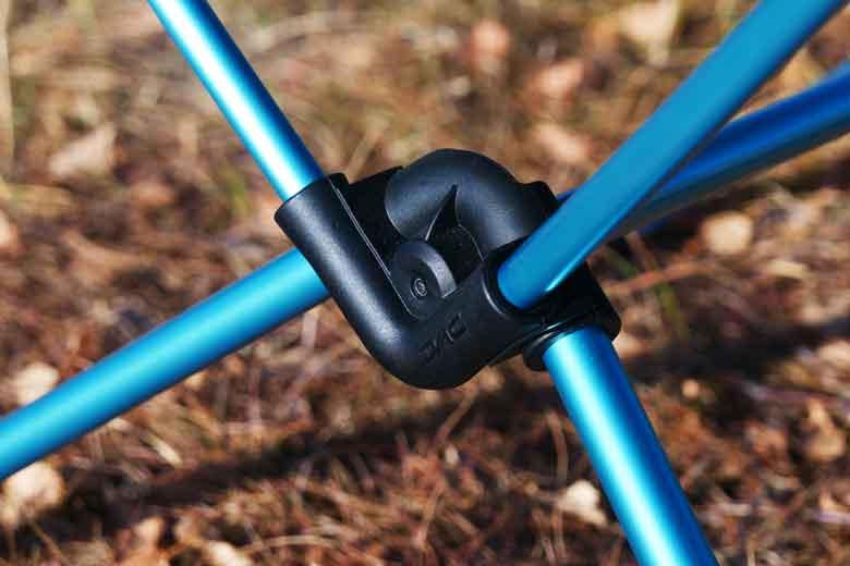 Het centrale verbindingstuk van de Helinox Table One is gemaakt van oersterk Nylon.