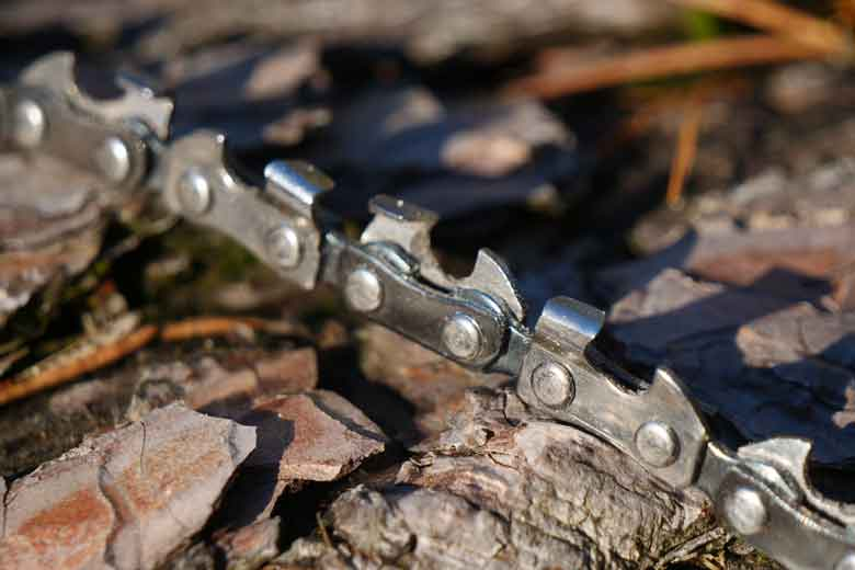The chain itself is razor-sharp out of the 'box'.
