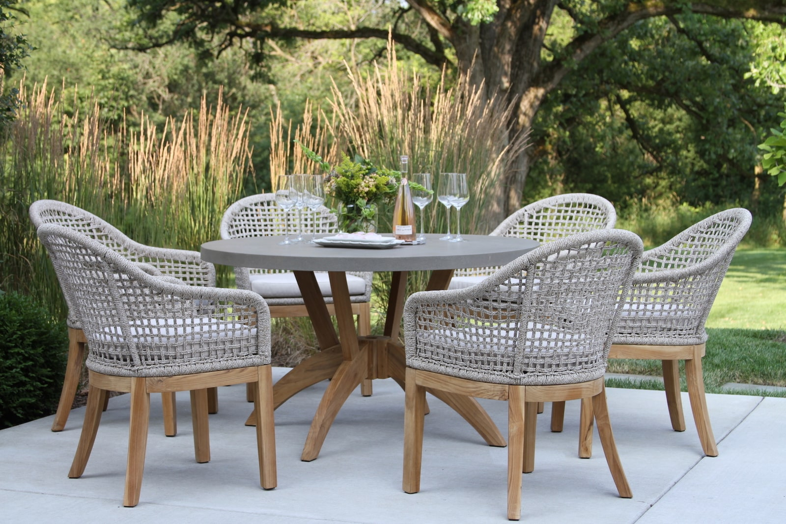 round outdoor table for 6