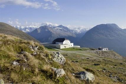 berghotel-muottas-muragl-hotel-switzerland-10-600x400