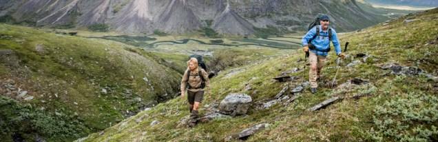 Fjällräven Numbers - Wandern mit Rucksack an der Schlucht (c) Fjällräven