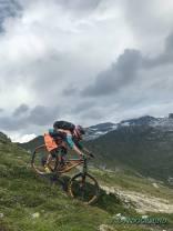 Thule Perspektive Daypack mit Integralhelm im Einsatz in Davos