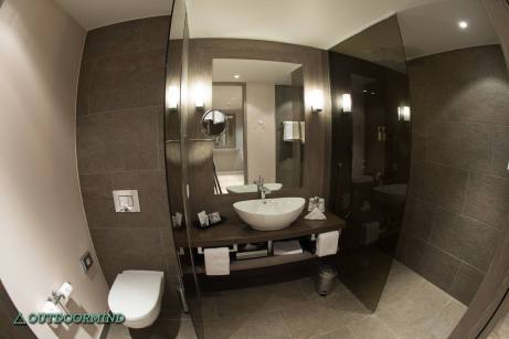 Badezimmer Smart Junior Suite Davos Ameron Hotel