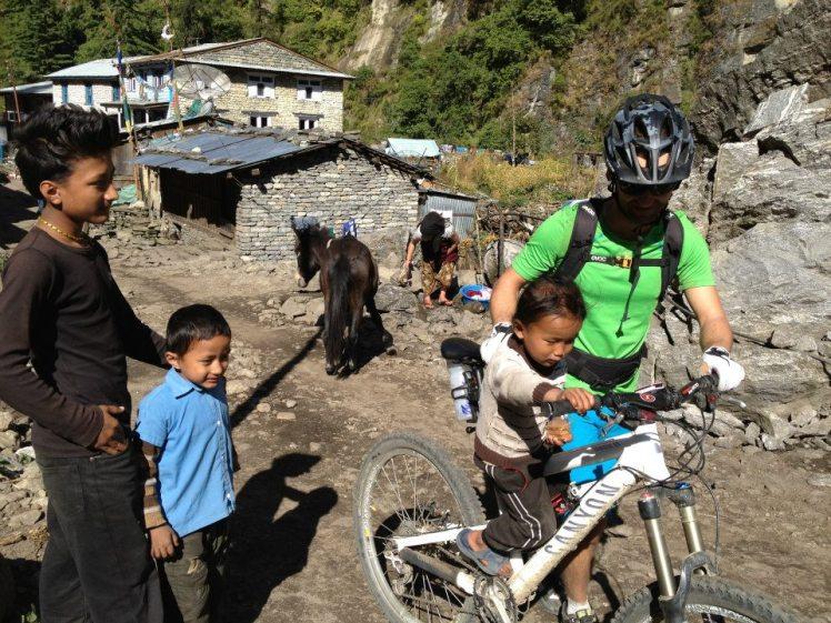 Nepalesische Kids in Dharapani