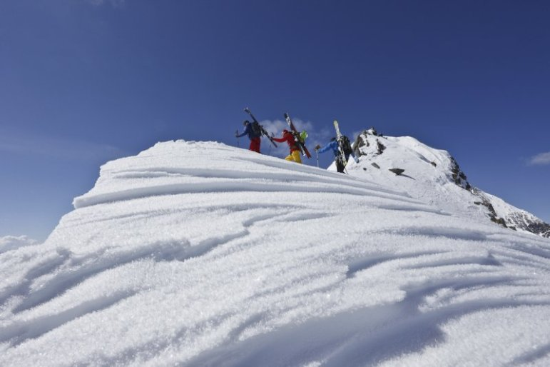 Ungewöhnliche Perspektive mit strukturiertem Schnee