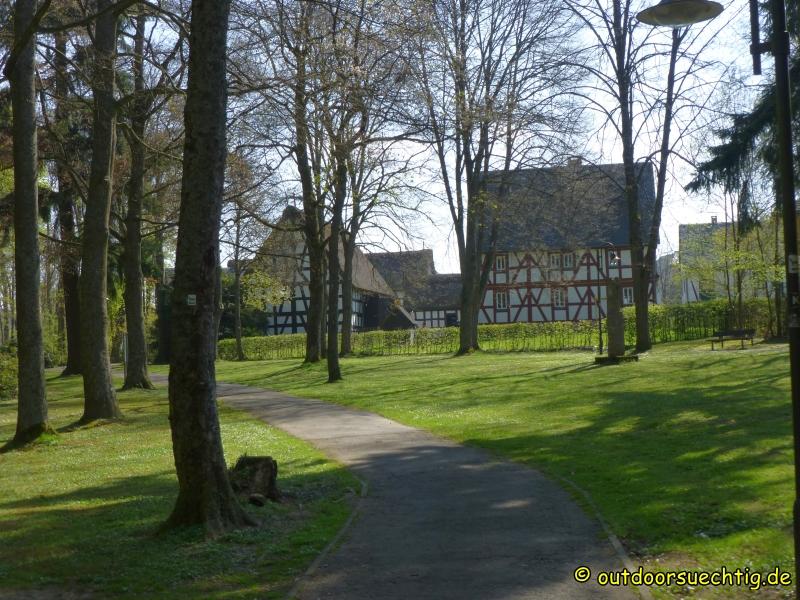 Durch den Burggarten geht es am Landschaftsmuseum vorbei
