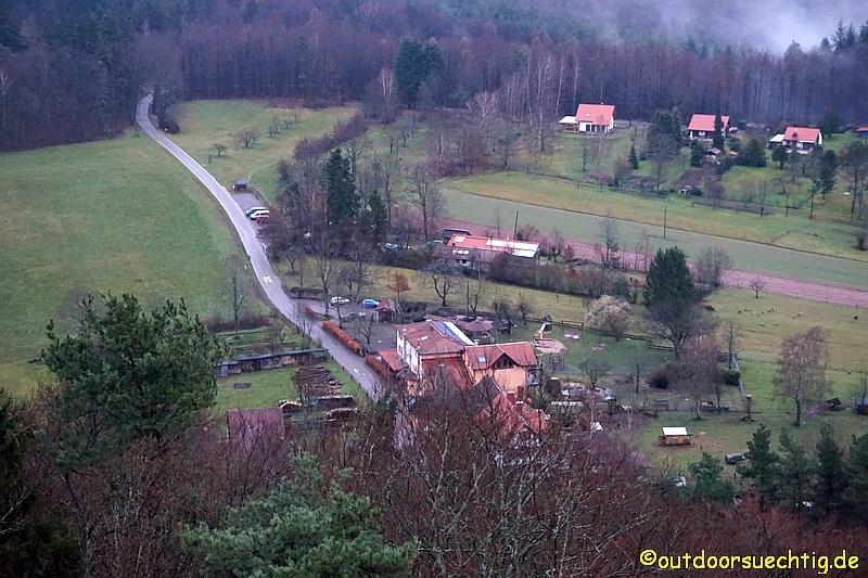 Blick von der Burgruine Lindelbrunn - im Vordergrund der Cramerhof