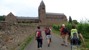 Pilgern auf dem Klostersteig - Abtei St. Hildegard