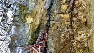 Holztreppe in der Vorderkaserklamm