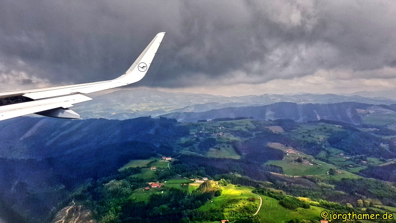 Mit dem Flieger kurz vor Bilbao