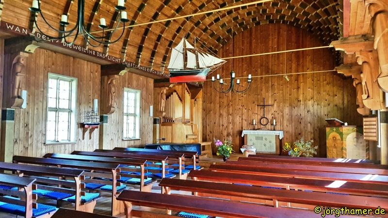 Blick ins Innere der Fischerkirche Born am Darß