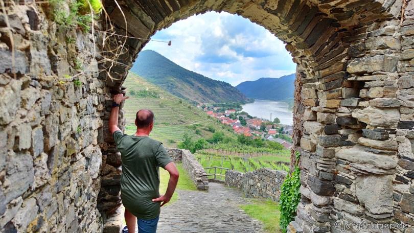 Blick von Ruine Hinterhaus  auf Spitz in der Wachau