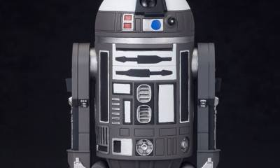 Barnes & Noble Exclusive R2-Q2 Statue