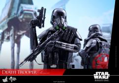 hot-toys-death-trooper-10