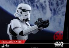 hot-toys-rogue-one-stormtrooper-009