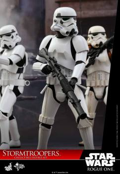 hot-toys-rogue-one-stormtrooper-set-003