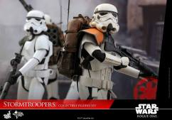 hot-toys-rogue-one-stormtrooper-set-004