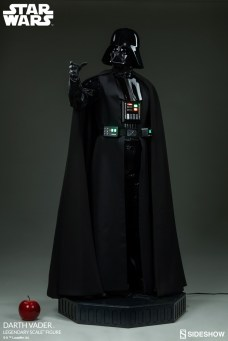 star-wars-darth-vader-legendary-scale-figure-400103-05