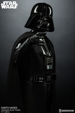 star-wars-darth-vader-legendary-scale-figure-400103-09