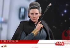 Hot-Toys-Last-Jedi-Leia-004
