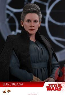 Hot-Toys-Last-Jedi-Leia-010
